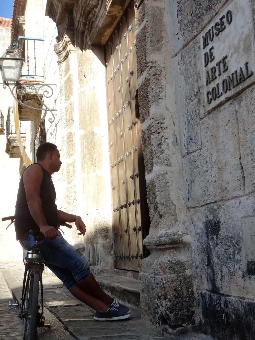 Laidback guy at Museo de Arte Colonial in Havana
