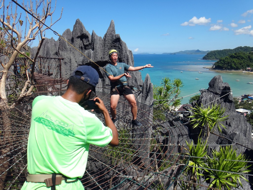 Spiderman-pose in El Nido