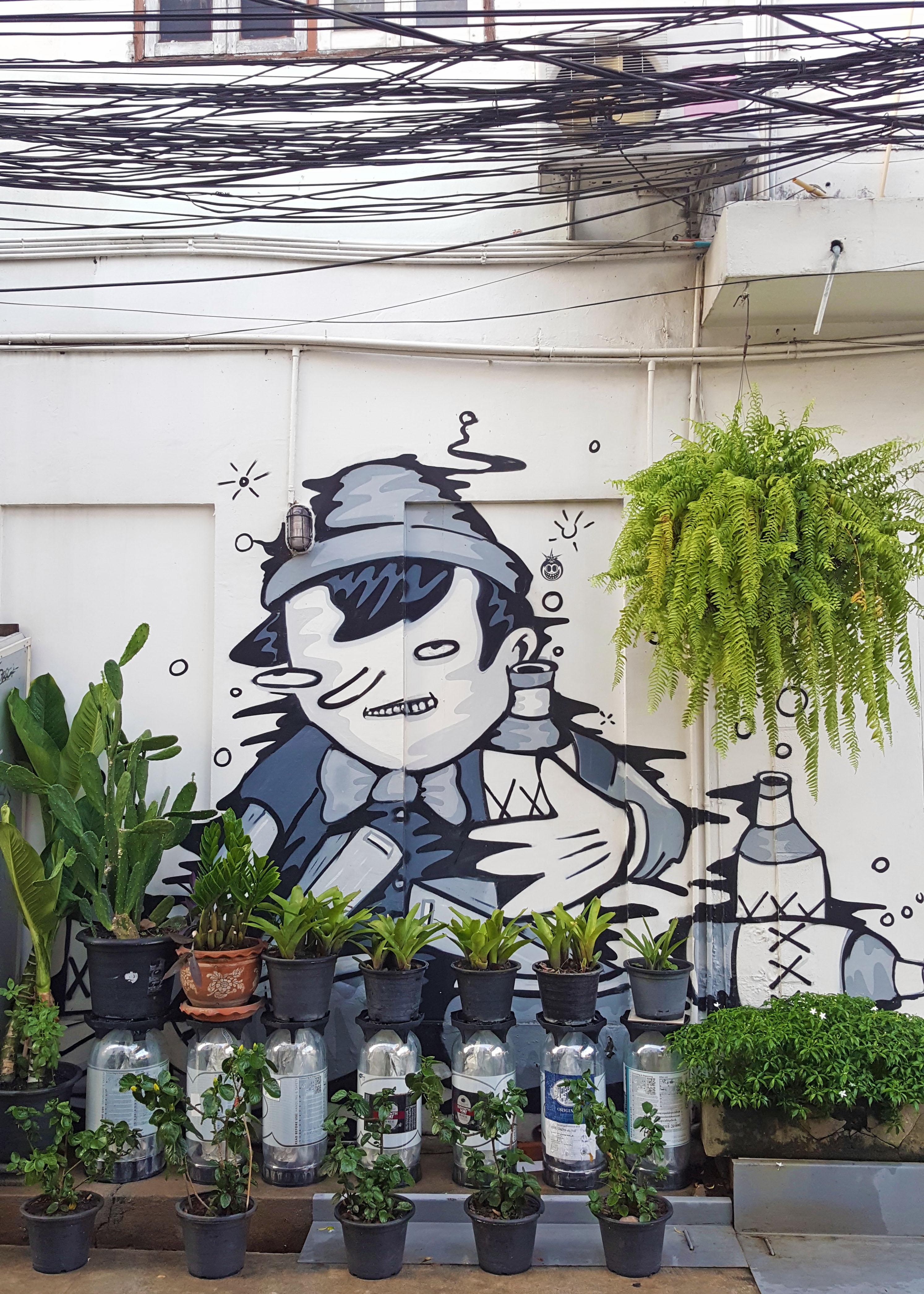 Urban gardening near Ratchathewi, Bangkok