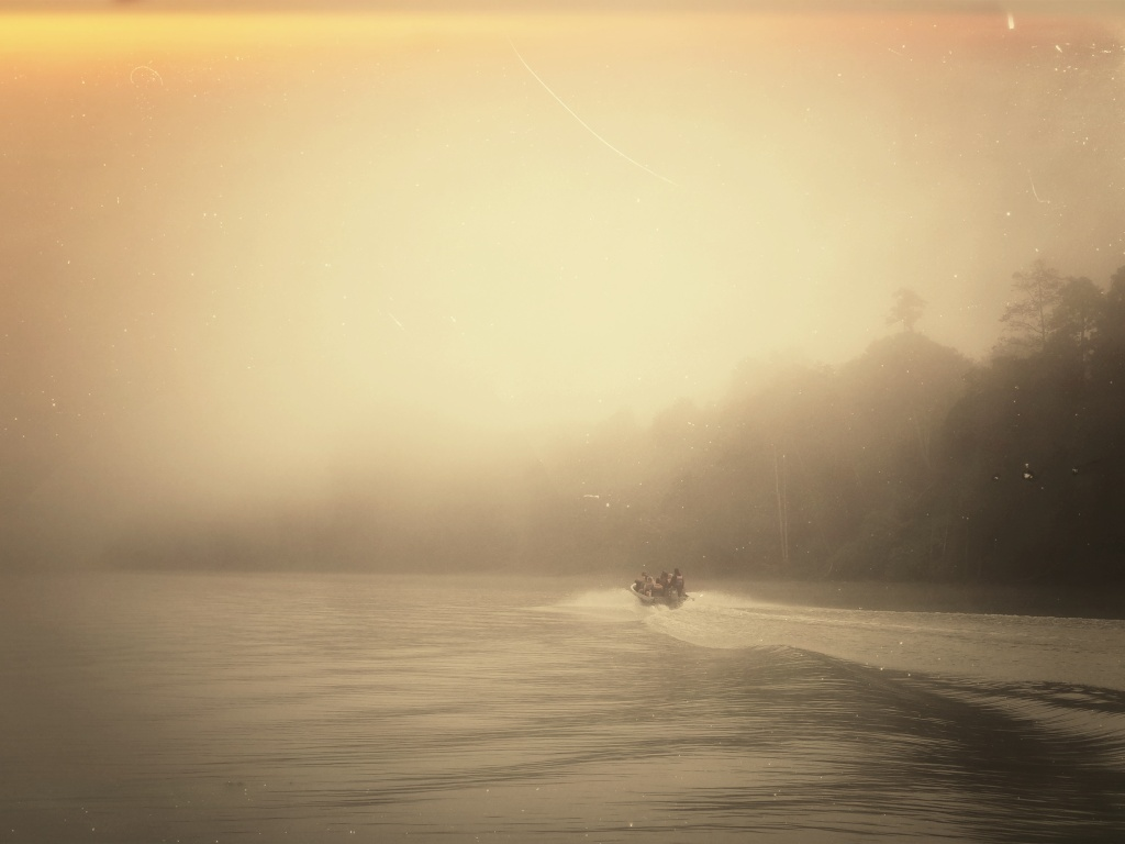 Kinabatangan rivercruise in the early morning